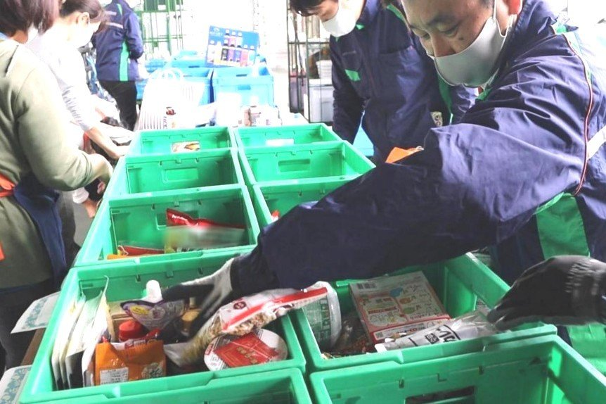 Palsystem holds a food drive activity