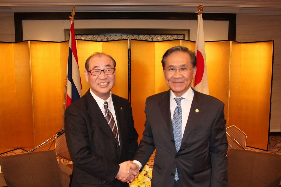 日本生活協同組合連合会オフィシャルサイト主要ナビゲーション タイ王国 ドーン外務副大臣と日本生協連会長 浅田克己が会談しました